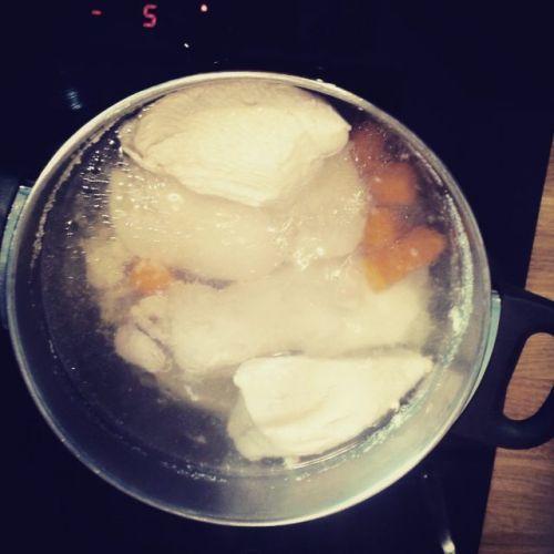 Cociendo pavo y zanahorias