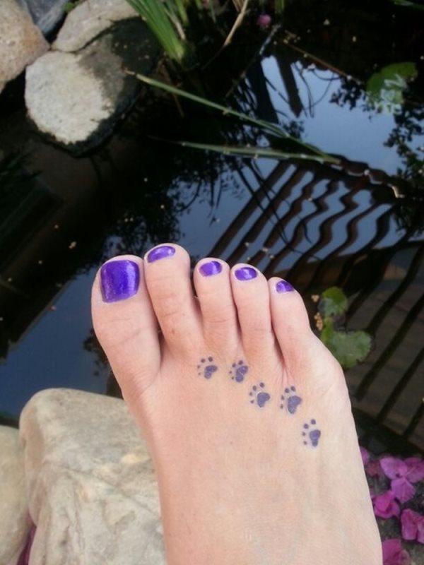 Tatuaje de huellas de pie