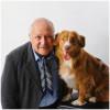 Perros y personas de edad avanzada