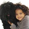niña igual a su perro