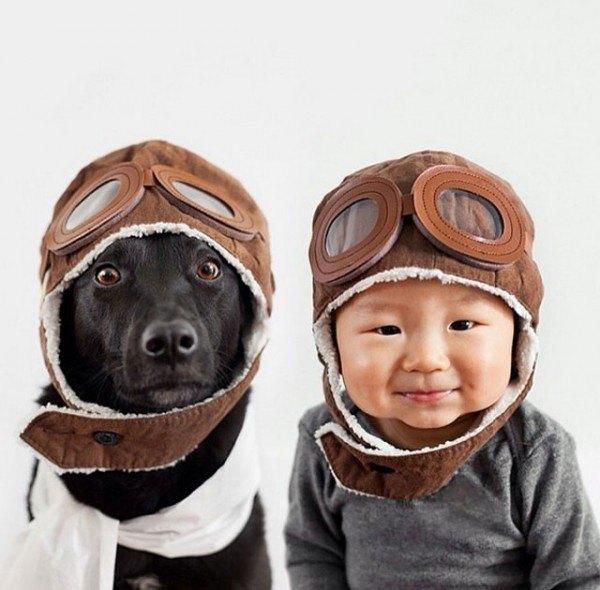 fotos-adorables-de-un-bebe-y-su-perro-hechas-por-la-madre-gorros-aviador