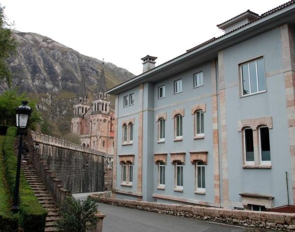 Hoteles-que-admiten-perros-en-Espana-gran hotel pelayo-asturias