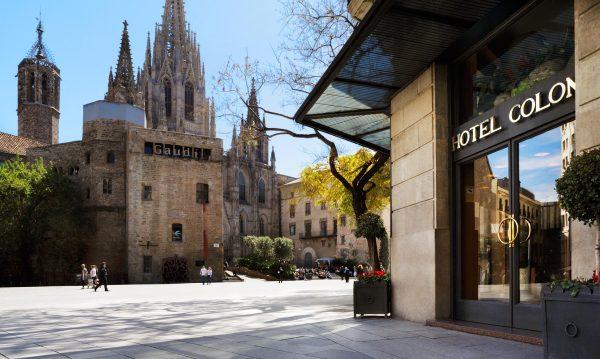 Hoteles-que-admiten-perros-en-Espana-hotel-colon-barcelona