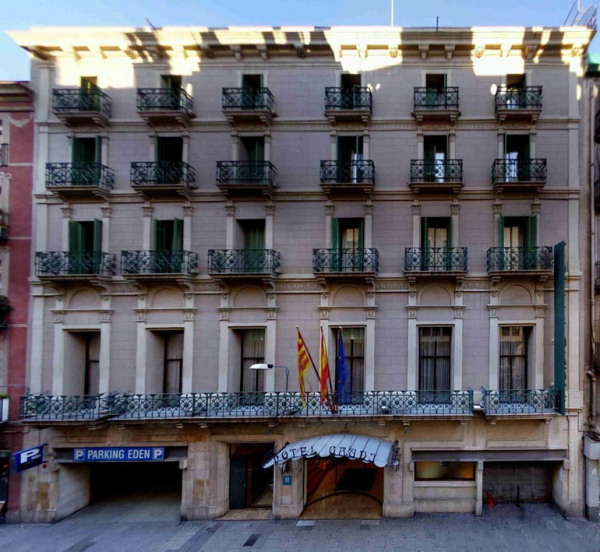 Hoteles-que-admiten-perros-en-Espana-hotel gaudi-barcelona