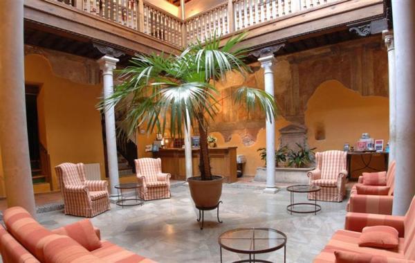 Hoteles-que-admiten-perros-en-Espana-hotel palacio santa ines-granada